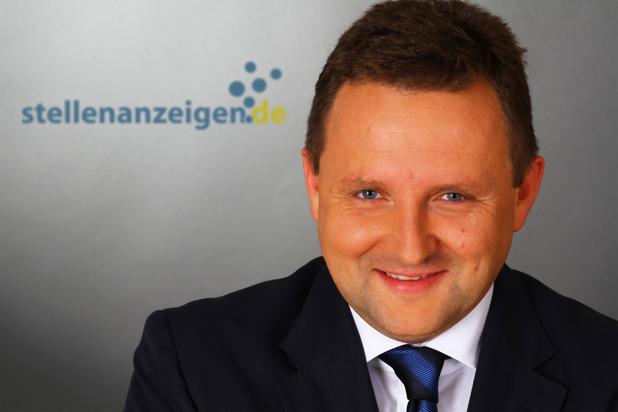 Peter Langbauer holds a degree in economics from the university of Vienna in Austria. After many years of experience as a CEO in different industries (software, textile, job site...), he is now the CEO of stellenanzeigen.de since 2012.