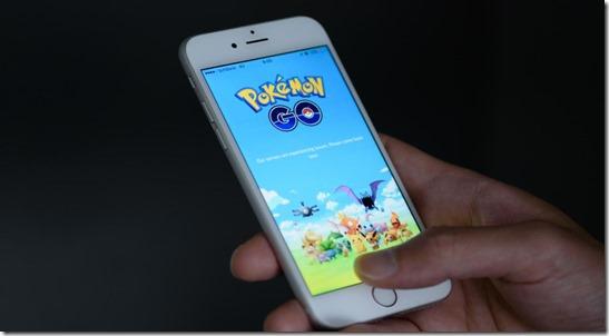 103074901-pokemon-go-mobile-phone-holding-hand-GAMING-xlarge_trans ek9vKm18v_rkIPH9w2GMNoAUi_eAXJmjTzXoJ-uDM54